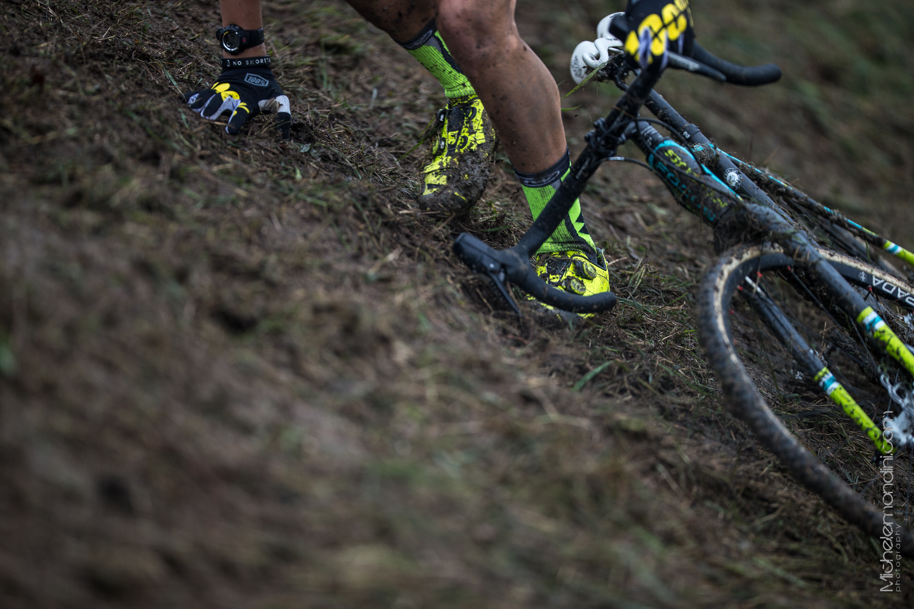 Slippery off camber for a Northwave cyclocross rider in Faè di Oderzo - Ph: Michele Mondini