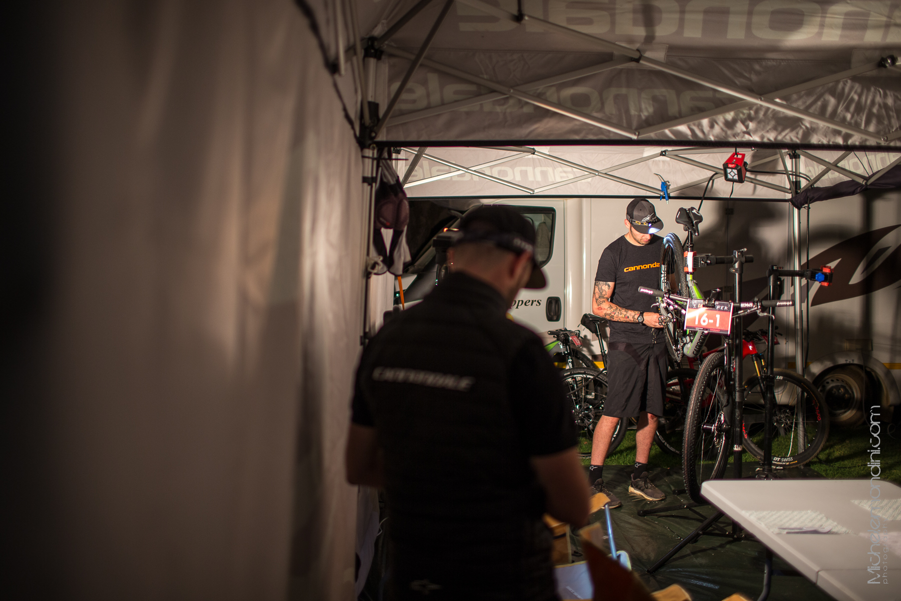 Ande is properly busy to get all the bikes ready for the race - Prince Alfred Hamlet - South Africa - Ph: Michele Mondini