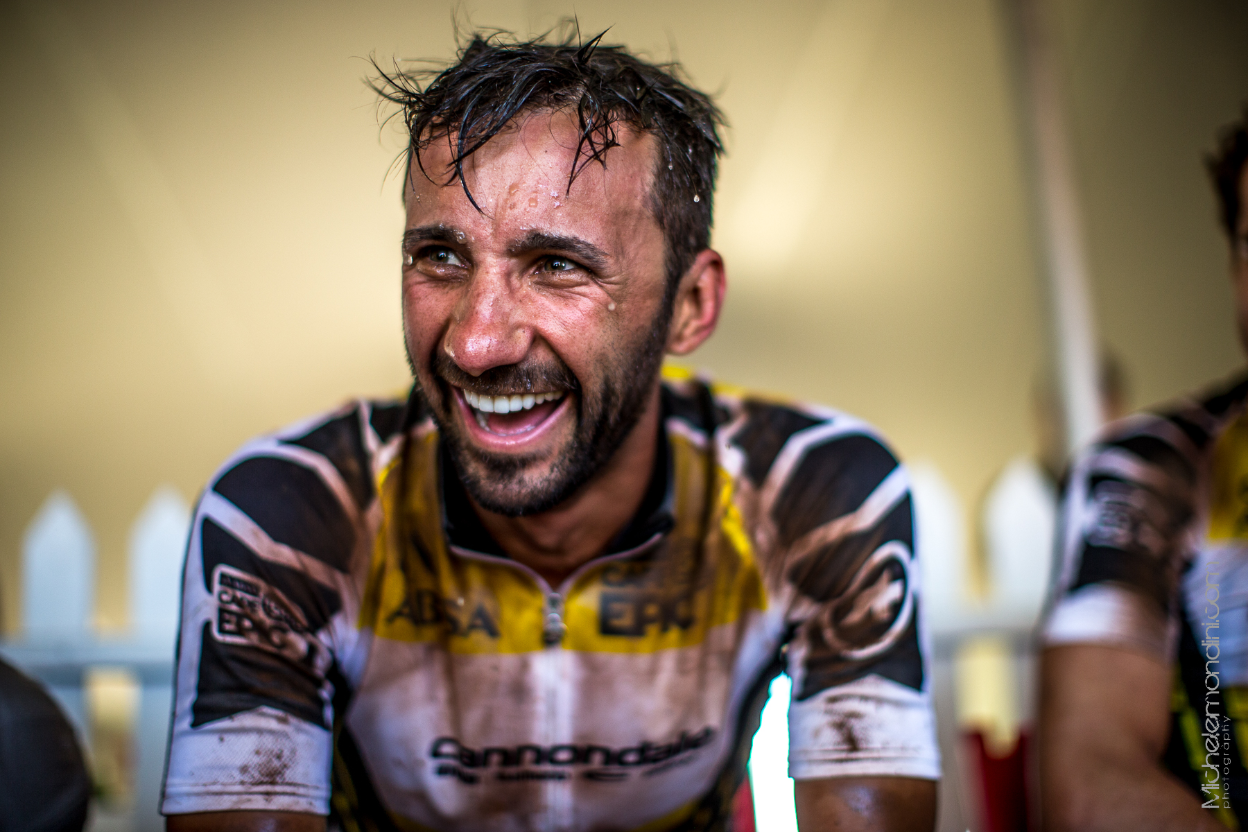 Manuel Fumic smiles discovering to be still in the leader jersey - Ph: Michele Mondini