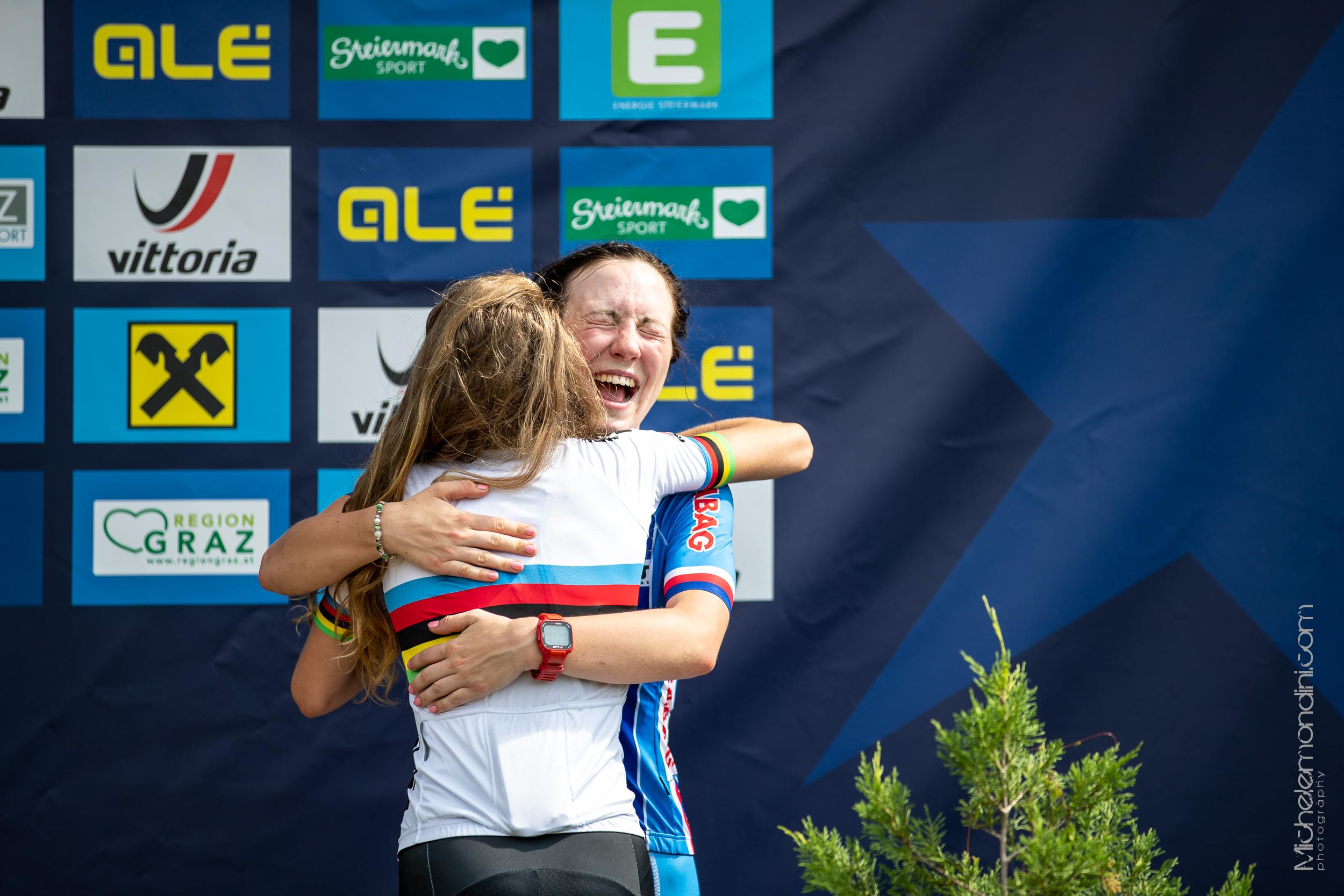 Laura Stigger and Tereza Saskova celebrating the podium in Stattegg - Ph: Michele Mondini